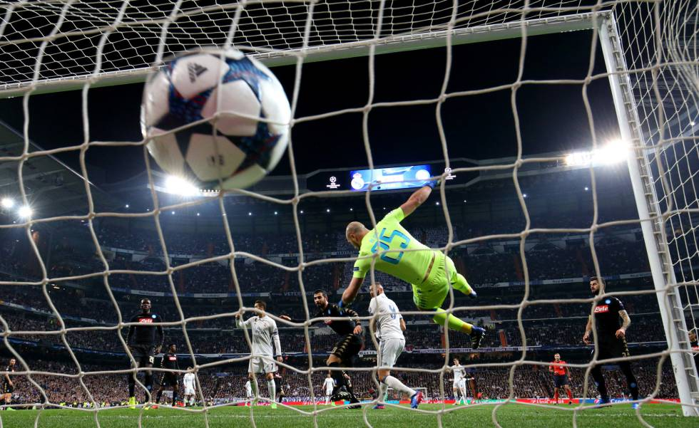 Benzema marca el gol del empate del Madrid.