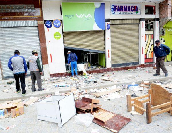 Desolación en Achacachi luego de haber sido objeto de robos y saqueos por parte de personas ajenas a la zona.