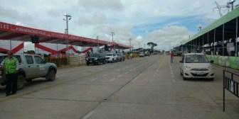 Carnaval de Santa Cruz. Carros alegóricos son sometidos a inspección