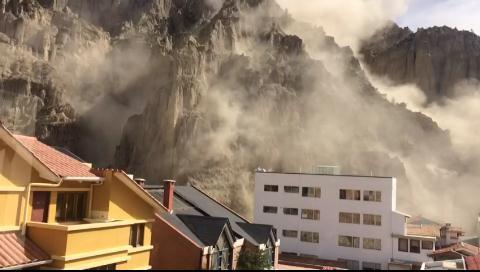 La Paz. Deslizamiento de magnitud afecta viviendas en la zona Auquisamaña