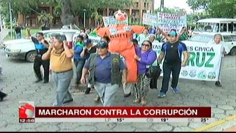 Santa Cruz: Sectores vecinales participaron de la marcha contra la corrupción municipal