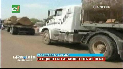 Transportistas bloquean la carretera al Beni