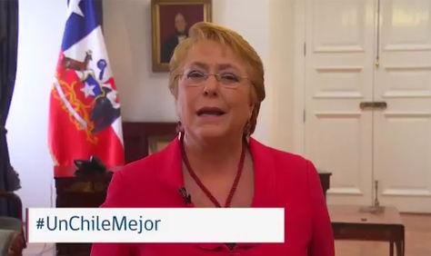 La presidenta de Chile, Michelle Bachelet en un video colgado en su cuenta de Facebook y Twitter.