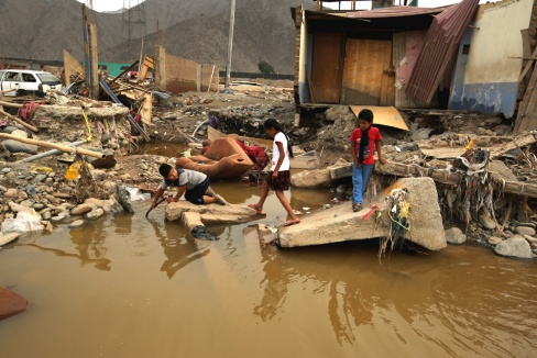 Colombia enviará al Perú 30 toneladas de ayuda humanitaria y cuatro helicópteros