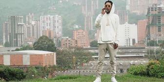El rapero Wiz Khalifa llevó flores a la tumba de Pablo Escobar y causó indignación en Colombia