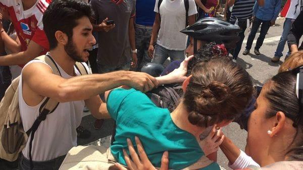 Afirman que murió el manifestante opositor herido de bala — Venezuela