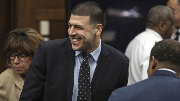 Aaron Hernandez, ex estrella de la NFL, fue encontrado ahorcado en su celda(AP)