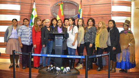 Las legisladoras ofrecieron una conferencia de prensa conjunta en la que criticaron las declaraciones del sacerdote jesuita