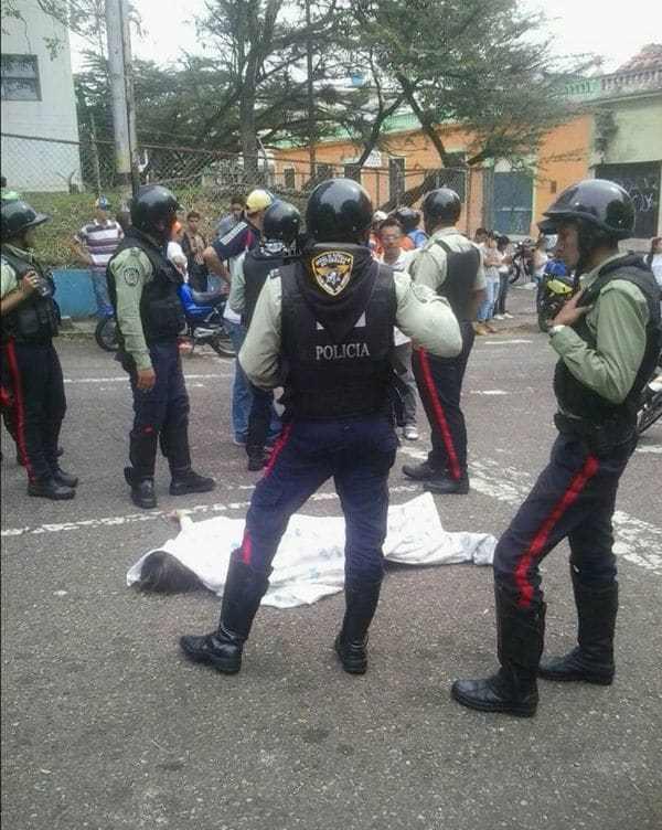 La alcaldesa de San Cristóbal, Patricia Gutiérrez, confirmó el deceso de la joven y lo atribuyó a grupos de choque del gobierno central