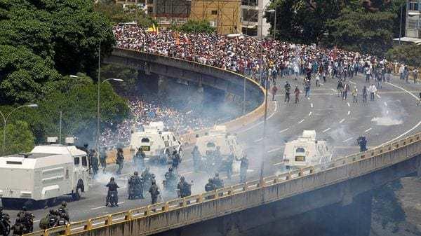 Capriles anunció que la MUD convoca a nuevas manifestaciones para este jueves en los mismos puntos y a la misma hora (Reuters)