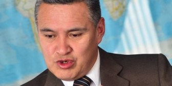 """A Gabriela Zapata """"el poder la ha engendrado y la ha parido"""": abogado Eduardo León"""