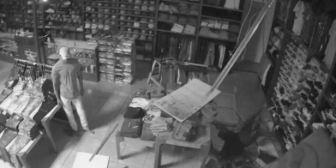Viral: entra a robar tienda por el techo y no puede salir