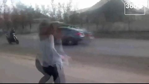 """Viral: El """"twerking"""" de esta joven provoca feroz accidente automovilístico en Ucrania"""