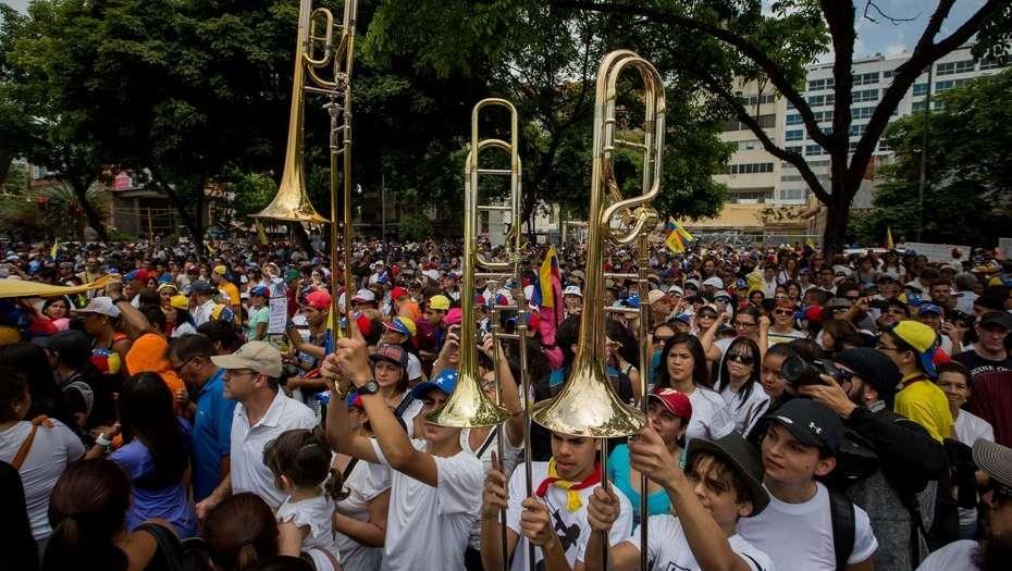 Más gases contra protesta opositora — Venezuela