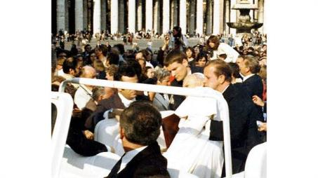 El momento del disparo en la Plaza de San Pedro. Foto: Archivo