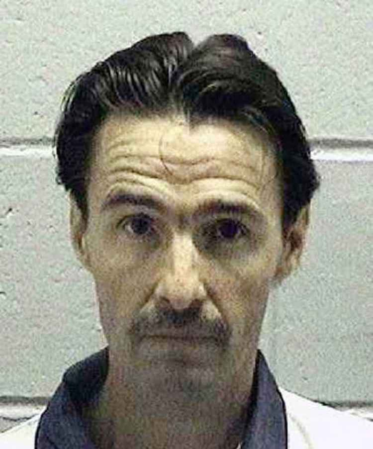 "J.W. ""Boy"" Ledford Jr. asesinó al médico que ayudó a su madre a dar a luz. Lo mató hasta casi degollarlo (AP)"