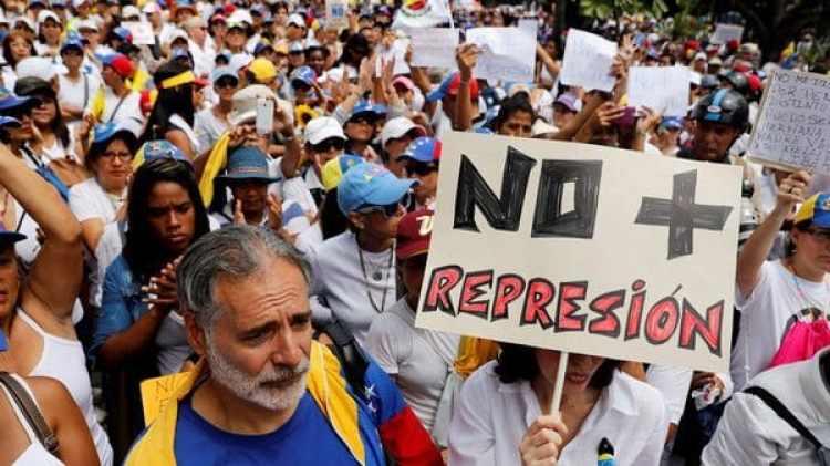 Los venezolanos quieren paz y un cambio de gobierno (Reuters)