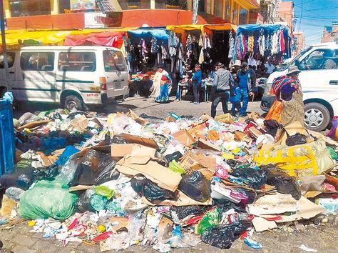 Insalubre. Promontorio de desechos en la calle 2 y Franco Valle.