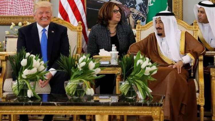 El rey saudita Salman bin Abdulaziz Al Saud junto a Donald Trump en Riad, Arabia Saudita el 20 de mayo de 2017(Reuters)