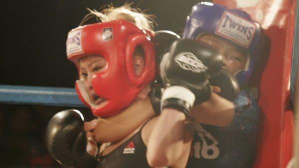 Niña de 12 años derrota a rival de 24 en pelea de artes marciales mixtas — Video] Impresionante