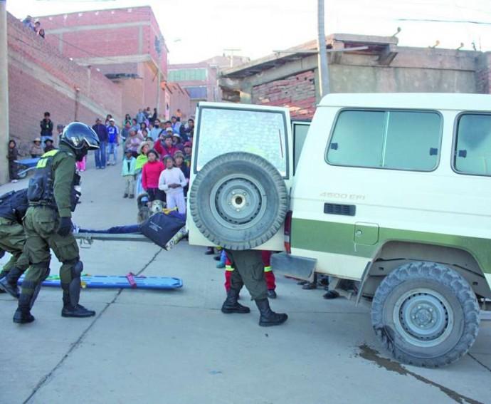 Resultado de imagen de policia boliviana cadaveres