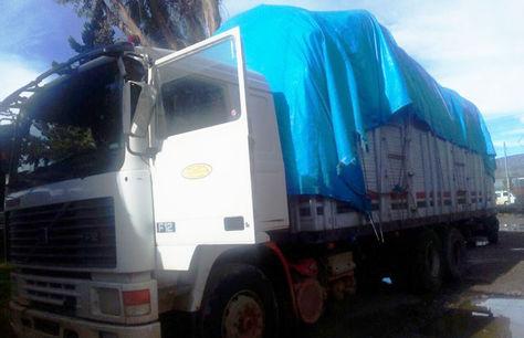 Uno de los camiones con contrabando incautados en Patacamaya.