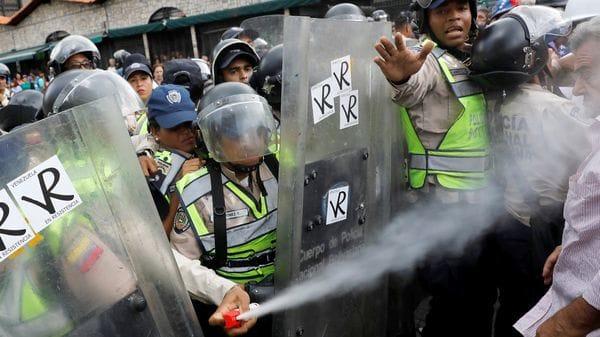 Una salvaje represión contra abuelos (Reuters)