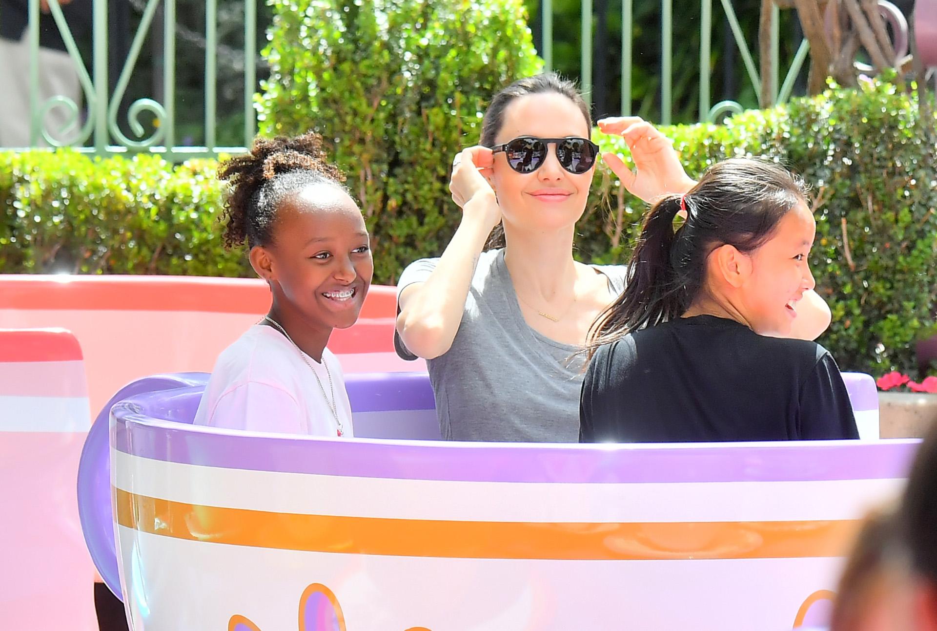Angelina Jolie con su hija Zahara de 12 años