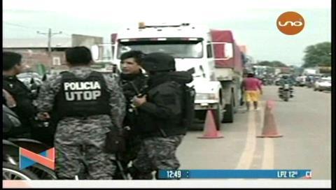 Diálogo entre Policía y choferes por bloqueo de ruta a la Chiquitanía