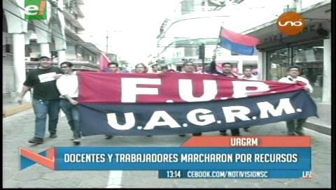 Docentes marchan por más presupuesto para la Uagrm