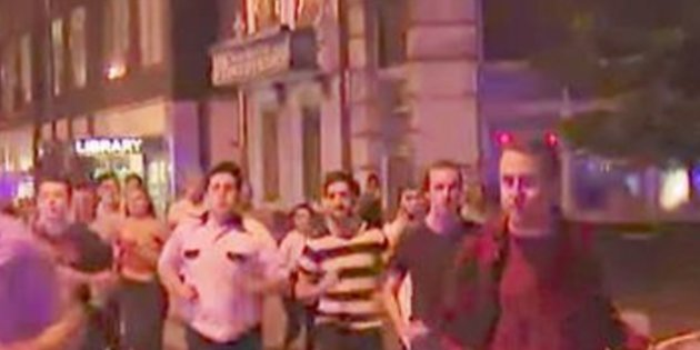 Huyó de atentados sin soltar su cerveza — Símbolo de Londres