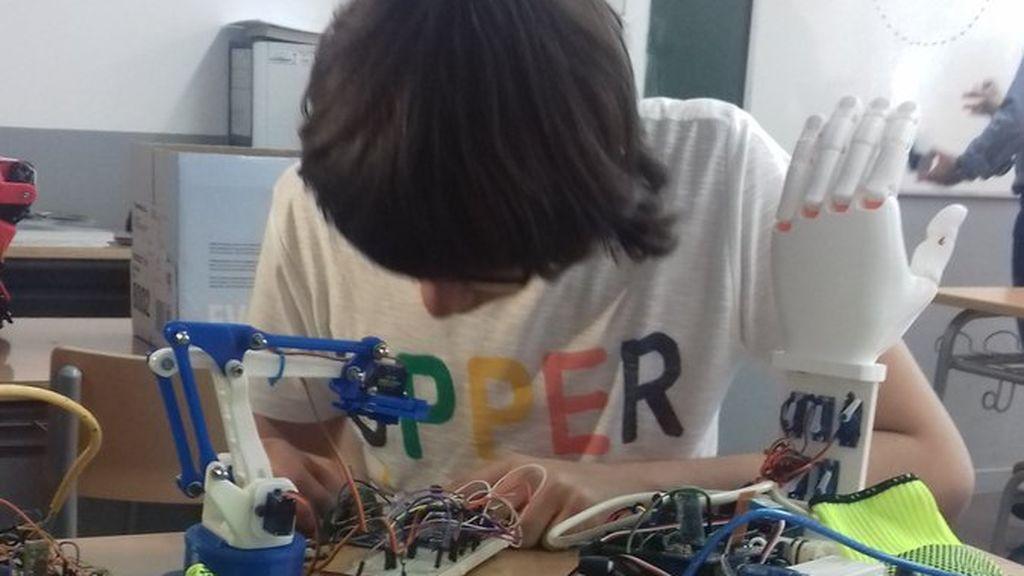 Joel Romero, trabajando en su proyecto.