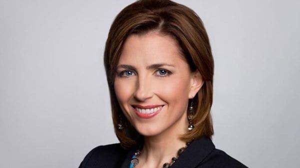 Colleen Campbell en la fotografía oficial cuando era reportera del canal PHL 17. Fue despedida de inmediato