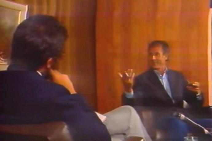 Carlos Mesa (i) en una entrevista a Filemón Escobar en su programa De Cerca. Foto: Captura de video