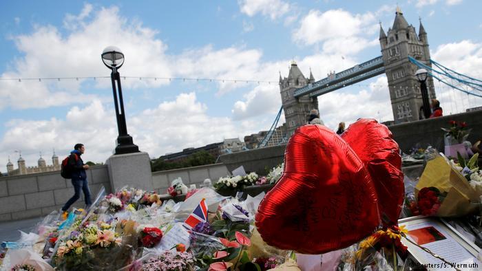 London Trauer nach Anschlag auf London Bridge (Reuters/S. Wermuth)