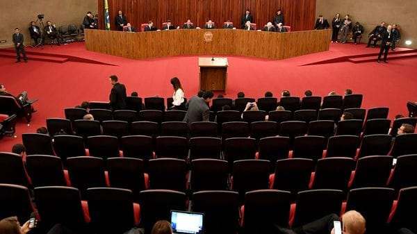 El Tribunal Supremo Electoral define el futuro de Michel Temer (AFP)