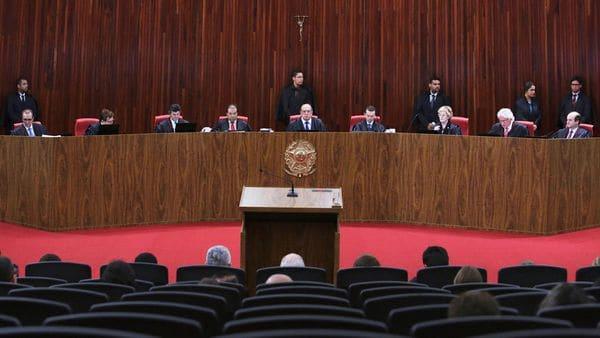 Cuatro de los siete jueces del Tribunal Electoral validaron la elección de 2014 (AP)