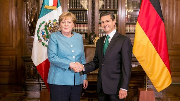 La canciller alemana Angela Merkel y el presidente de México Enrique Pena Nietoen el Palacio Nacional de la Ciudad de México