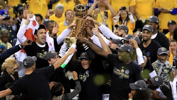 Esta temporada Golden State Warriors se quedó con el título, al vencer a Cleveland Cavaliers (Getty Images)