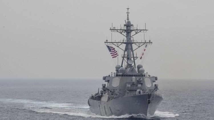 Un destructor de EE.UU. choca contra un buque mercante frente a la costa japonesa