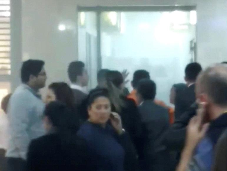 Instantes después de que explotara la bomba en el centro comercial. (REUTERS)