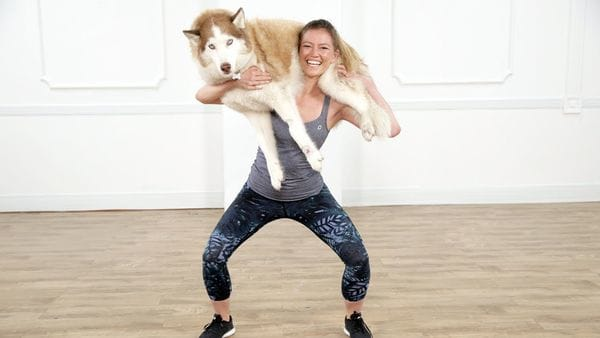 El nuevo desafío viral de Instagram consiste en hacer ejercicios de fuerza con el perro