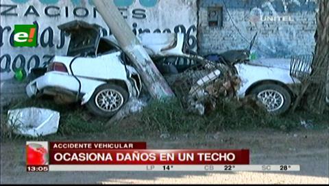 Vehículo impacta contra un poste de luz de la avenida Virgen de Luján