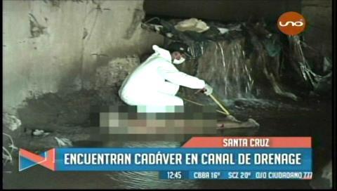 Levantan el cadáver de un anciano en un canal de drenaje