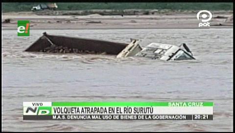 Una volqueta del Sedcam queda atrapada en el río Surutú