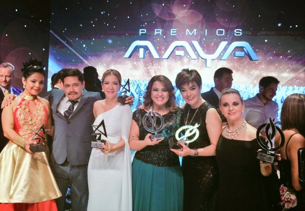 Acompañada de Kevy Morató, Vanessa Añez, María Renée Duchen, Casimira Lema