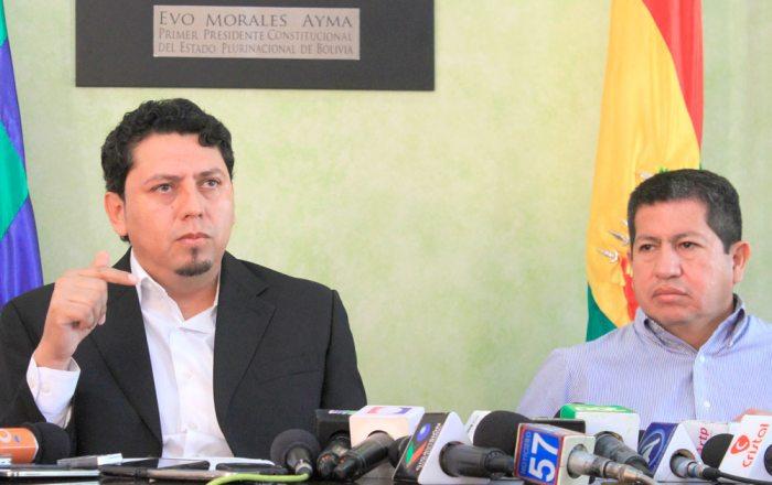 ÓSCAR BARRIGA, PRESIDENTE YPFB CORPORACIÓN, Y LUIS ALBERTO SÁNCHEZ, MINISTRO DE HIDROCARBUROS, AYER.