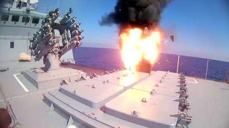 Imagen ilustrativa: La fragata Admiral Essen lanza misiles de crucero contra instalaciones del Estado Islámico. 31.05.2017