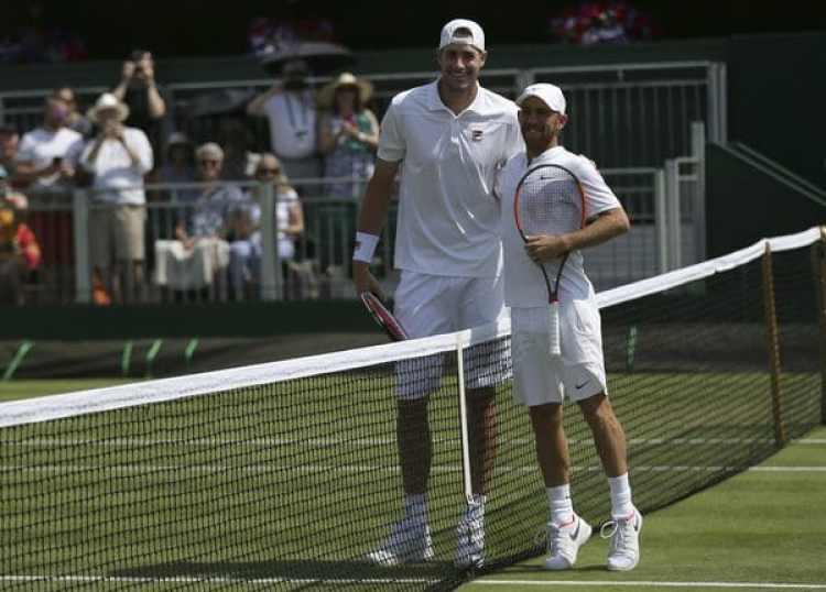 El israelí bromeó en la red con su rival(AP Photo/Tim Ireland)