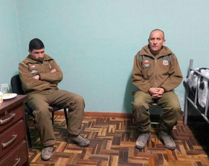 La Policía boliviana verificó la portación de armas de fuego: un fusil, una pistola y un revólver, las que fueron incautadas; En tanto, quedó el vehículo de Carabineros en el lugar donde se produjo la detención. Los dos uniformados permanecen en celdas de un puesto policial de Uyuni.